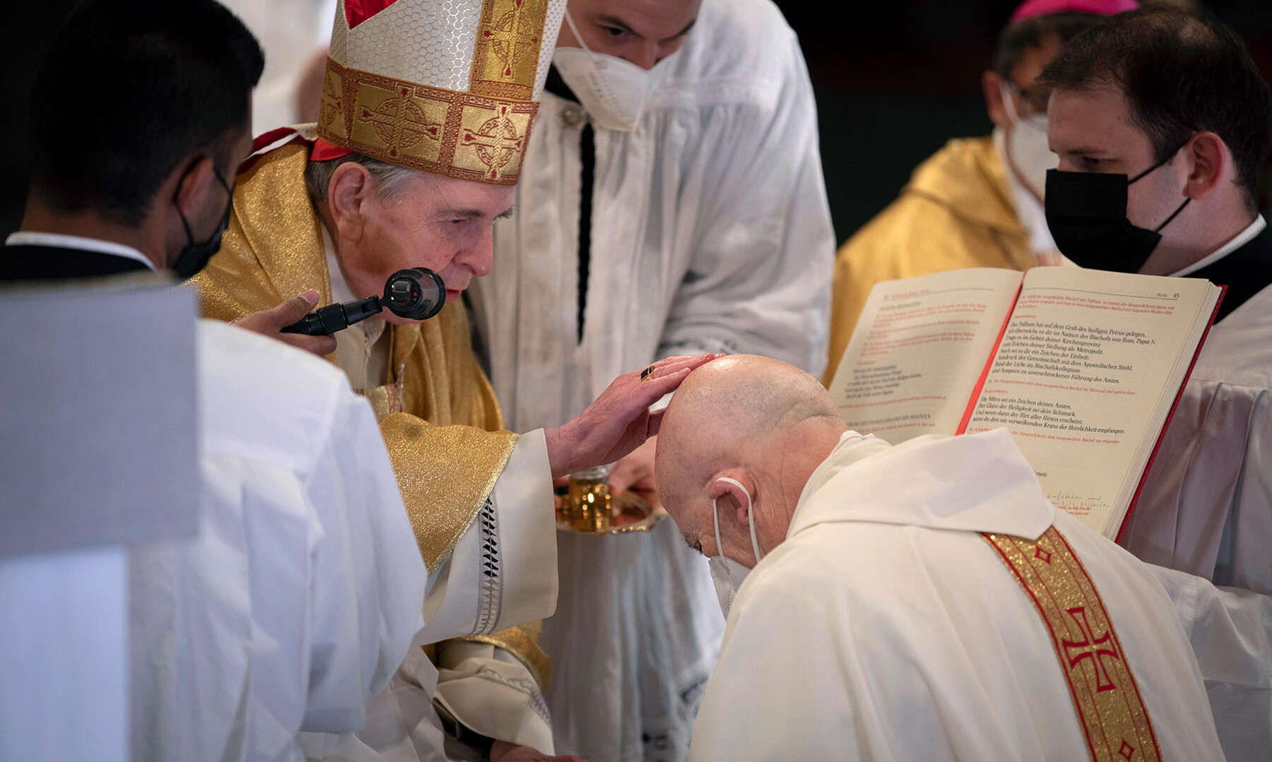 forum-Beiträge zur Bischofsweihe: